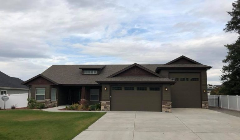 For Lease- Beautiful Home in Hayden with RV Garage/Shop